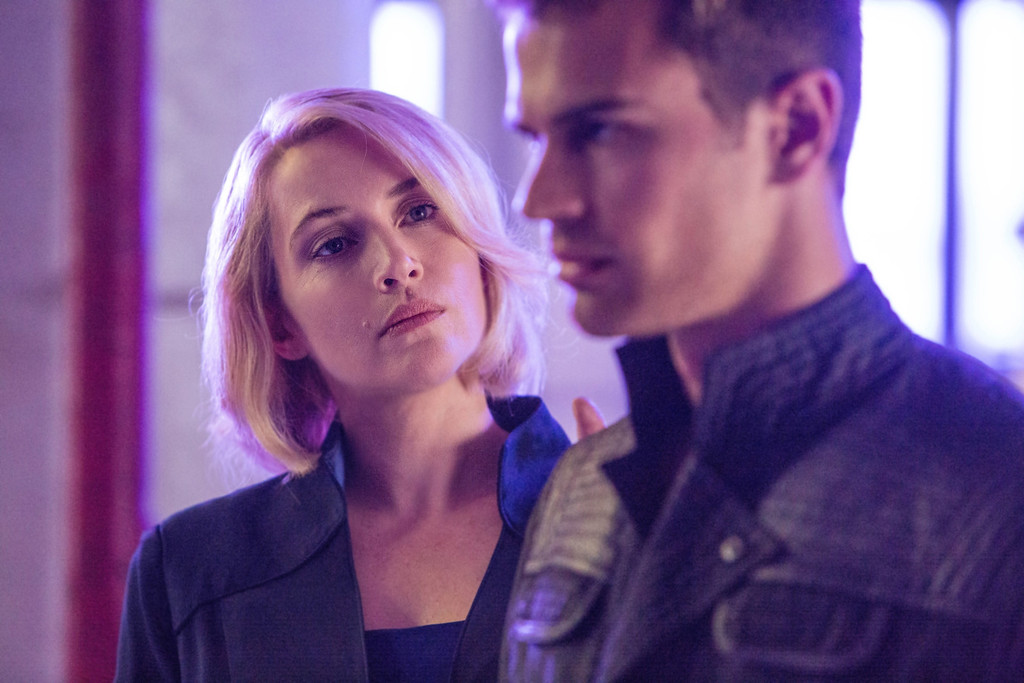 """. This image released by Summit Entertainment shows Kate Winslet, left, and Theo James in a scene from \""""Divergent.\"""" (AP Photo/Summit Entertainment, Jaap Buitendijk)"""