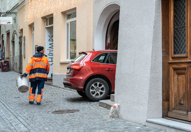 Fullsize cars zip in and out of unbelievably small spaces