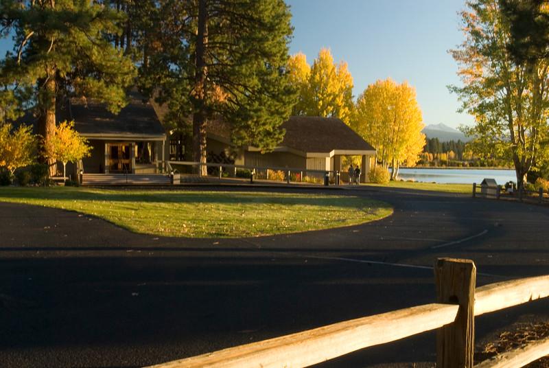 BBR-Lodge-fall-aspens-Broken.Top-RickSchafer_DSC0065.jpg