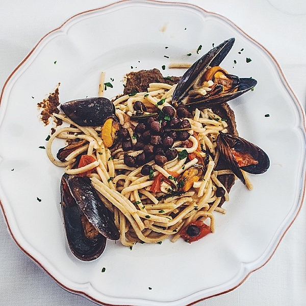 loving-black-chickpeas-once-common-in-brindisi-but-now-really-difficult-to-find-they-are-full-of-flavour-and-are-perfect-in-this-laganari-pasta-and-mussel-dish_16117827679_o.jpg