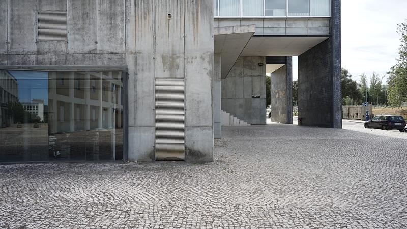 Modern bulding Lisboa (305).JPG