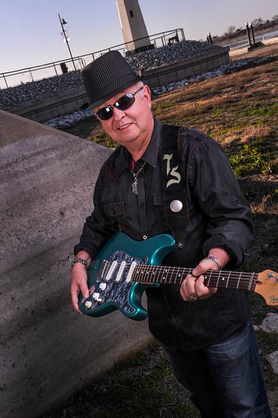 Tommy_Guitar_2_F.jpg