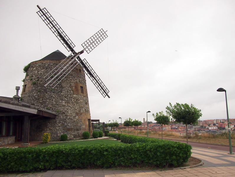 P7225883-windmill-restaurante.JPG