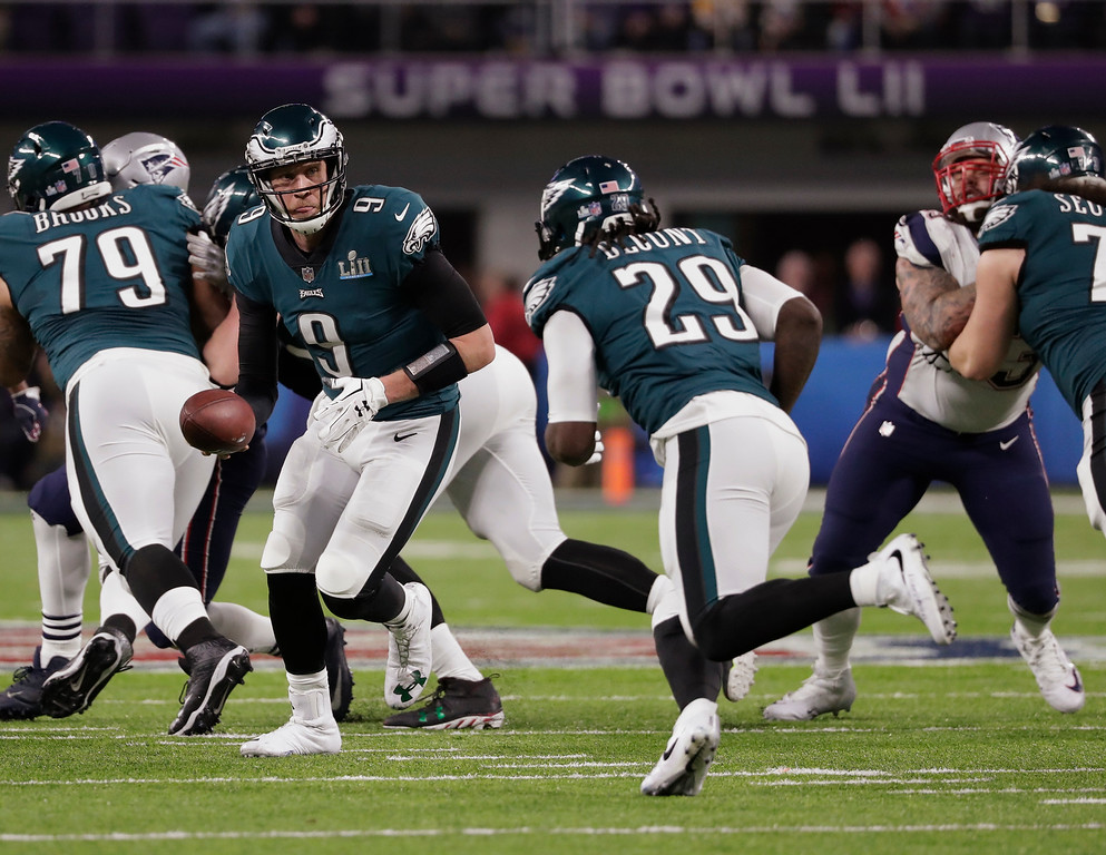 . Philadelphia Eagles quarterback Nick Foles (9) hands off the ball to running back LeGarrette Blount (29), during the second half of the NFL Super Bowl 52 football game against the New England Patriots, Sunday, Feb. 4, 2018, in Minneapolis. (AP Photo/Tony Gutierrez)