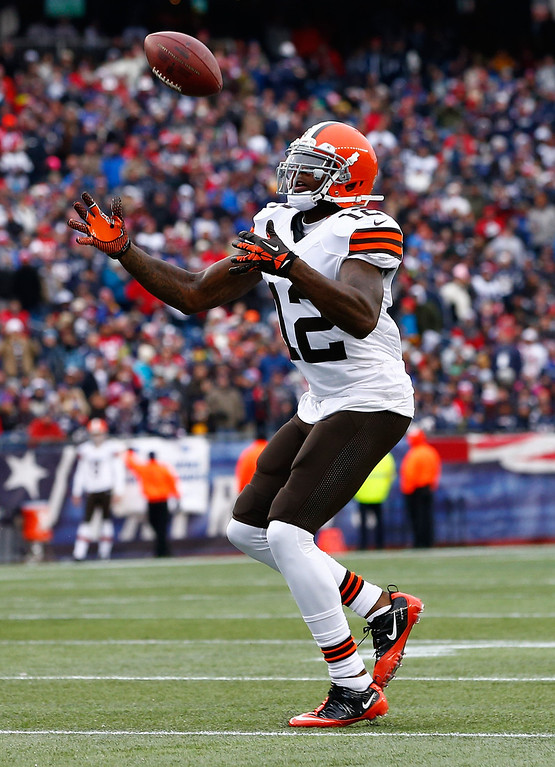 . Josh Gordon #12 of the Cleveland Browns bobbles the ball before making the catch in the first quarter against the New England Patriots in the second quarter during the game at Gillette Stadium on December 8, 2013 in Foxboro, Massachusetts.  (Photo by Jared Wickerham/Getty Images)