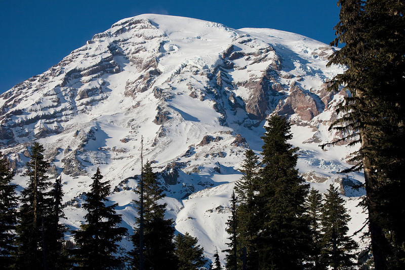 Mt Rainier from the lower Paradise parking lot (zooming in for a closer look)