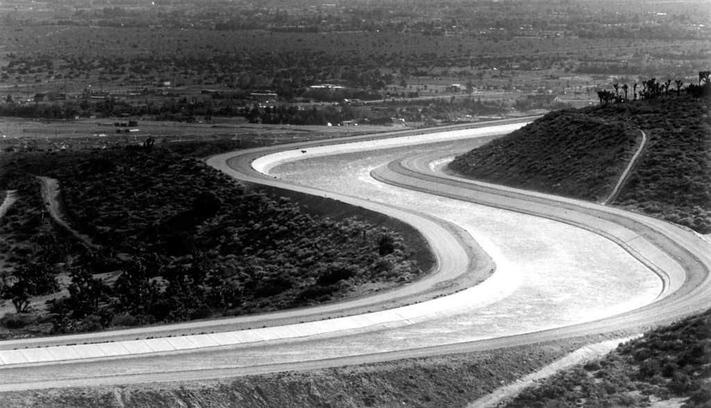 . The Aqueduct curves around the foothills as seen from Godde Hill Rd. above Quartz Hill in April, 1990.   (Los Angeles Daily News file photo)