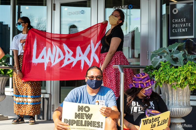 2021 08 16 Line 3 Protest Governor Mansion Chase Bank-26.jpg