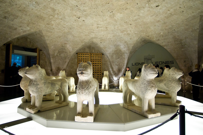 Fri 3/11 at La Alhambra in Grenada: Lions moved inside during renovations