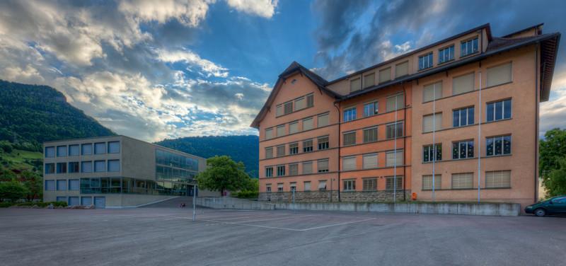 Schulhaus Sonnegg mit Schulshaus Rigi