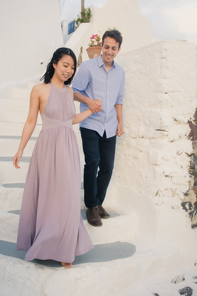 Santorini-photo-shoot-relaxed-natural-soft-couples-session-Anna-Sulte-005.jpg
