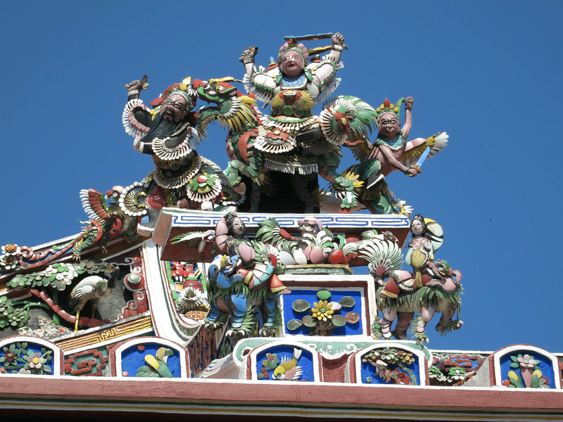 1822 Roof decoration, Cheng Hoon Tong Temple.jpg