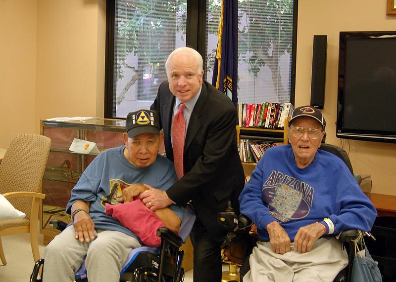 Sen McCain PVAHCS Visit 5-1-2010 5-22-59 PM.JPG