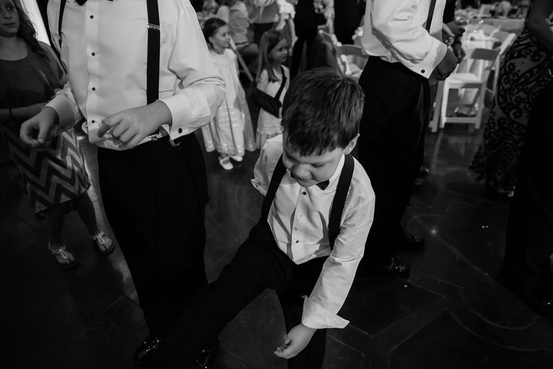 1028_Josh+Lindsey_WeddingBW.jpg