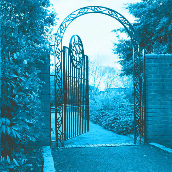 Elthorne Pk.Gate~7074-2sq.