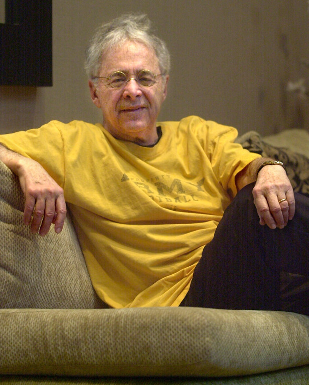 """. FILE - In this Dec. 20, 2002 file photo, Chuck Barris, the man behind TV\'s \""""The Dating Game,\"""" poses in the lobby of his apartment in New York. Game show impresario Barris has died at 87. Barris, the madcap producer of \""""The Gong Show\"""" and \""""The Dating Game,\"""" died of natural causes Tuesday afternoon, March 21, 2017, at his home in Palisades, New York. (AP Photo/Bebeto Matthews, File)"""