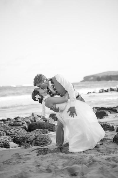 gillin beach kauai wedding-154.jpg