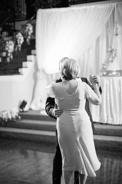 0915_Josh+Lindsey_WeddingBW.jpg