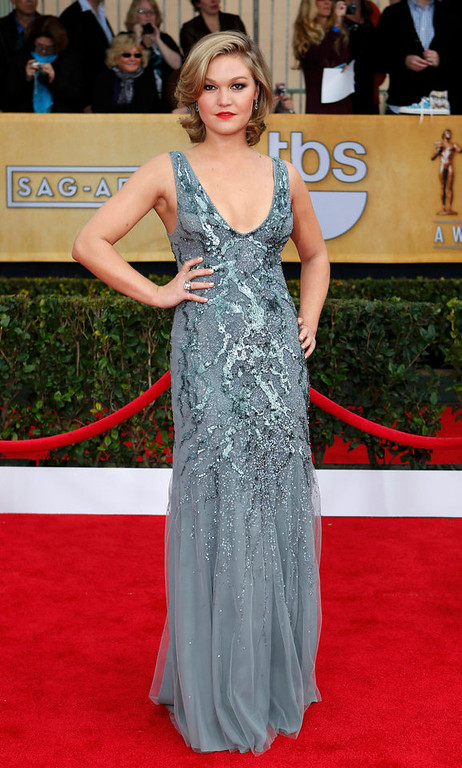 """. Actress Julia Stiles of the film \""""Silver Linings Playbook\"""" arrives at the 19th annual Screen Actors Guild Awards in Los Angeles, California January 27, 2013.  REUTERS/Adrees Latif"""