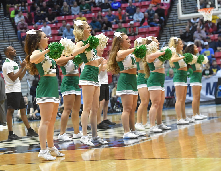 cheerleaders0520.jpg