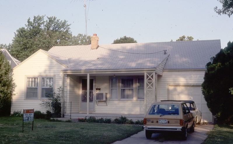 The Wichita house when we wer ready to go.  The little Fiesta there was un air conditioned.  We drove it in Houston for years.
