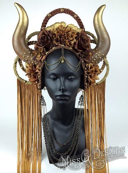 aa0ce32a9094f63087c84c59dfbde3a2--festival-costumes-horn-headdress.jpg
