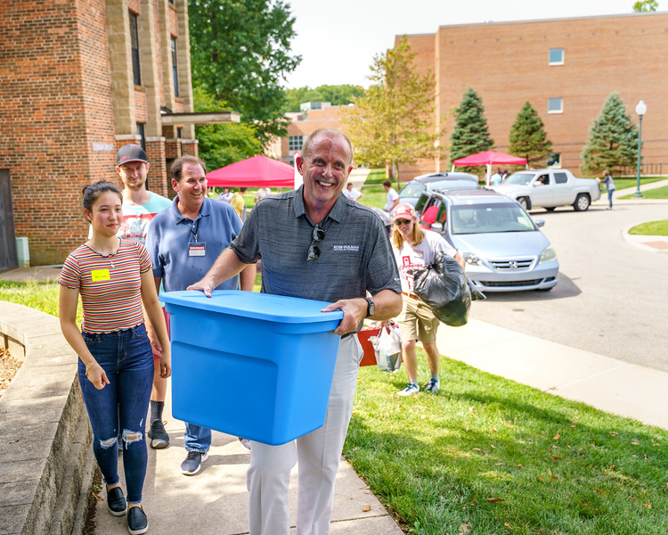RHIT_Freshman_Move_In_Day_2019-8295.jpg