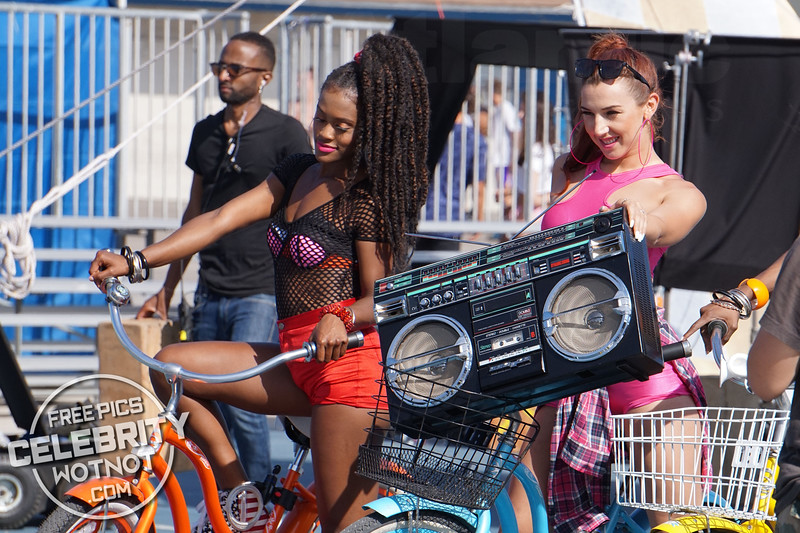 "EXC: KORR-A Films 80's ""Everybody Get Down"" Music Video in Venice Beach"