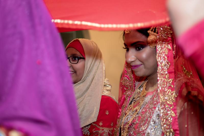 Miah under saris VII.jpg