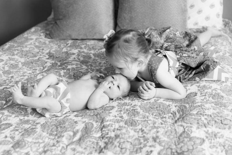 2014.03.30 Whitney Kronforst Newborn Photos B-W 32.jpg