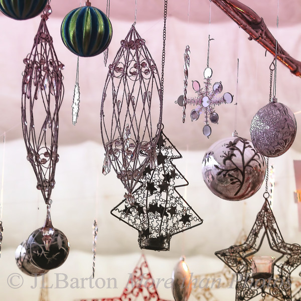 Ornaments Back to my Advent theme.  Tree sales have officially started in Vienna now and all the advent markets are busy.  Now to select the proper ornaments....  Many thanks for the kind comments on the wayside shrine.