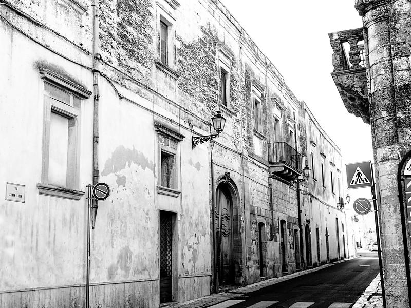 We're in this sweet little town, Comune di Uggiano La Chiesa...on Via Santa Lucia