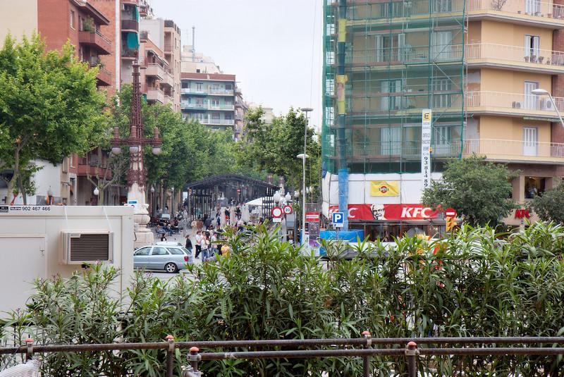 IMG_7873 accros the street from Sagrada.JPG