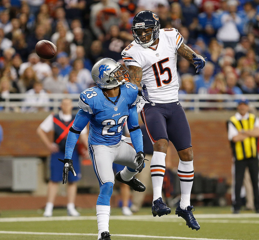 . Brandon Marshall #15 of the Chicago Bears can\'t come up with with a fourth quarter pass in the end zone in front of Chris Houston #23 of the Detroit Lions at Ford Field on December 30, 2012 in Detroit, Michigan. Chicago won the game 26-24. (Photo by Gregory Shamus/Getty Images)
