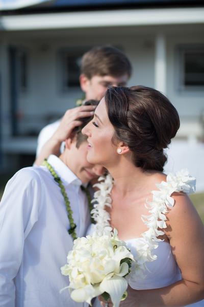 gillin beach kauai wedding-115.jpg