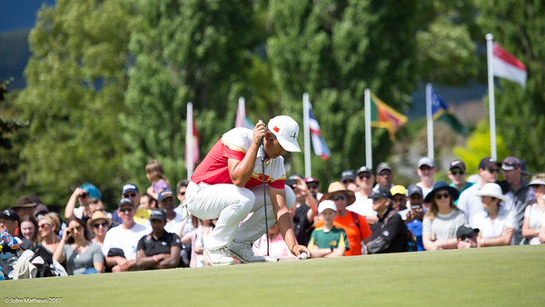 Yuxin Lin from China lines up his putt for an eagle on the 18th green to win the tournament on thefinal day of the Asia-Pacific Amateur Championship tournament 2017 held at Royal Wellington Golf Club, in Heretaunga, Upper Hutt, New Zealand from 26 - 29 October 2017. Copyright John Mathews 2017.   www.megasportmedia.co.nz