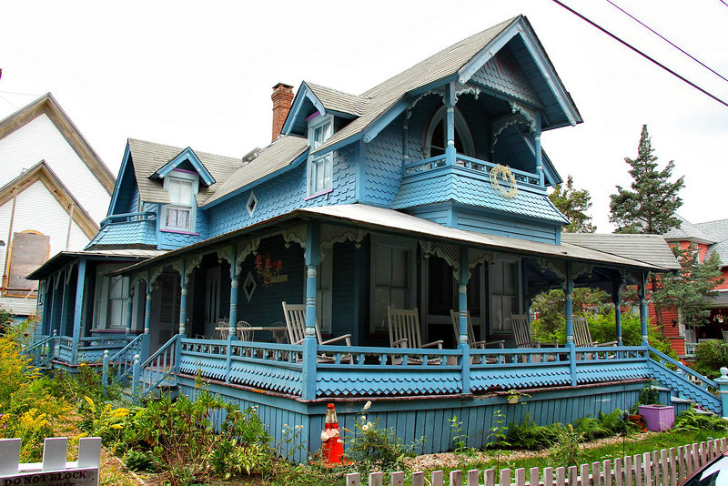 """You could see wood and paint wear from the street on some houses, such as this one, but most had great curb appeal and passed the """"20/20"""" rule with flying colors."""