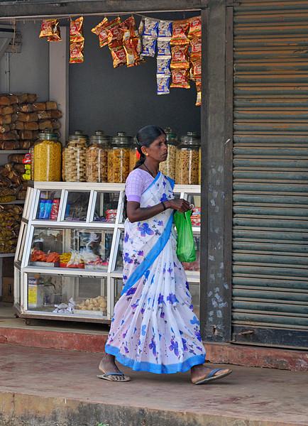 _DSC4753_woman_store.jpg