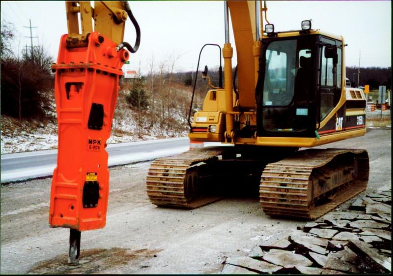 NPK E208 hydraulic hammer on Cat excavator - road construction at 83 & I-71 in Strongsville 12-15-00 (7).JPG
