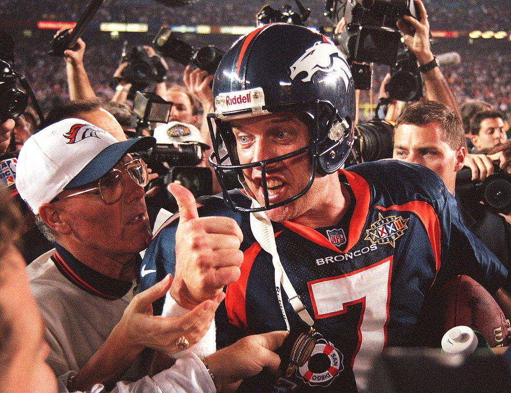 . Quarterback John Elway #7 of the Denver Broncos gives the thumbs up after the Broncos defeated the Green Bay Packers 31-24 to win Super Bowl XXXII on January 25, 1998 at Qualcomm Stadium in San Diego, California. (DOUG COLLIER/AFP/Getty Images)