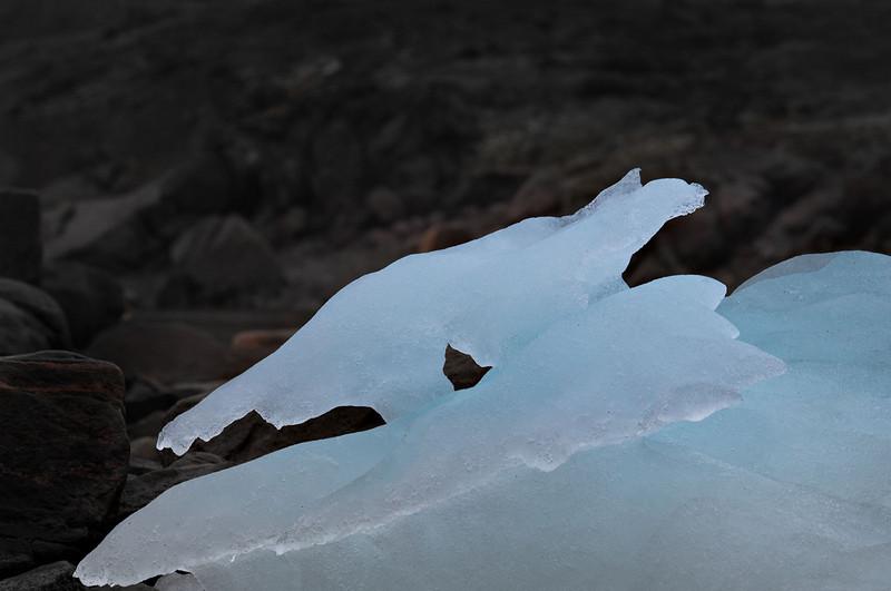 2037Kulusuk iceberg.jpg