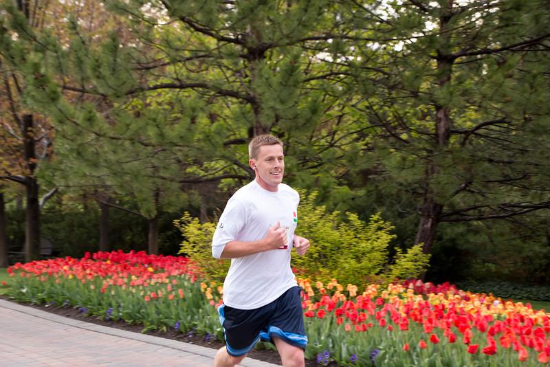 TulipFestHalfMarathon_Runners_Gardens_2015_IMG_4584.jpg