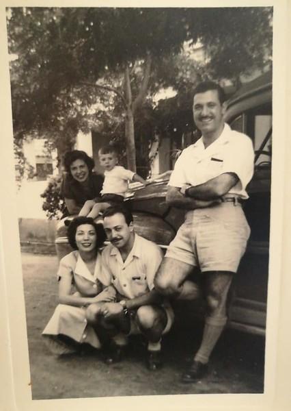 Casal Aragao Brito e filho Luis e casal Melo Abreu e Americo Teixeira