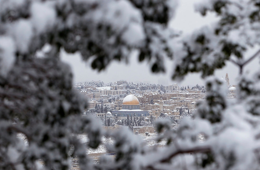 Description of . Snow covers the Dome of the Rock on the compound known to Muslims as al-Haram al-Sharif and to Jews as Temple Mount, in Jerusalem's Old City January 10, 2013. The worst snowstorm in 20 years shut public transport, roads and schools in Jerusalem on Thursday and along the northern Israeli region bordering on Lebanon. REUTERS/Ammar Awad