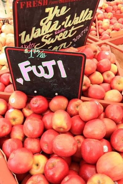 Fuji apples 4 sale 7171.jpg