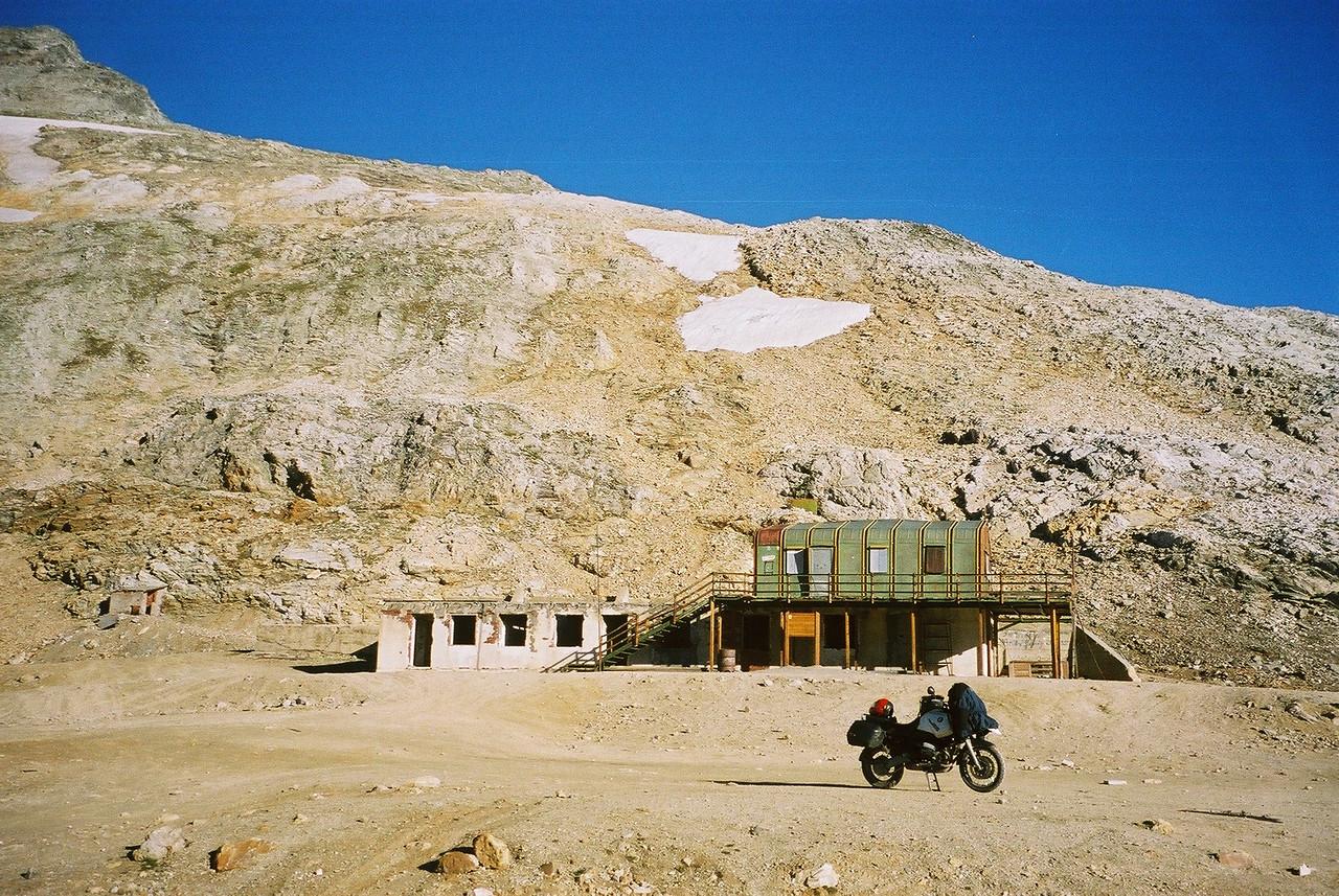 2002, augustus. De top van Pointe Sommeiller. Toen nog met de ruine