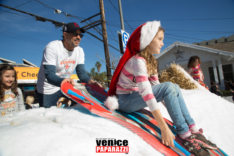 ANNUAL HOLIDAY STROLL AND SNOW DAY ON ABBOT KINNEY BLVD.  www.AbbotKinneyBlvd.com  Photo by www.VenicePaparazzi.com