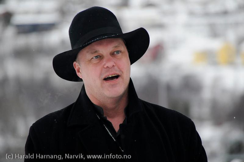 30.3.2011: Bekransning av Svarta Bjørnstatue. Fakkeltog fra Grand til SB-statue.  Kjetil Moe er med over alt, og ønsket velkommen her.