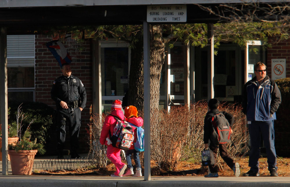 . A police officer stands guard at the entrance of Marlboro Elementary School at Marlboro Township in New Jersey,  January 3, 2013. The New Jersey town of Marlboro places armed guards in all of its schools in the wake of deadly Connecticut school shooting which killed 26 people, including 20 school children. REUTERS/Eduardo Munoz