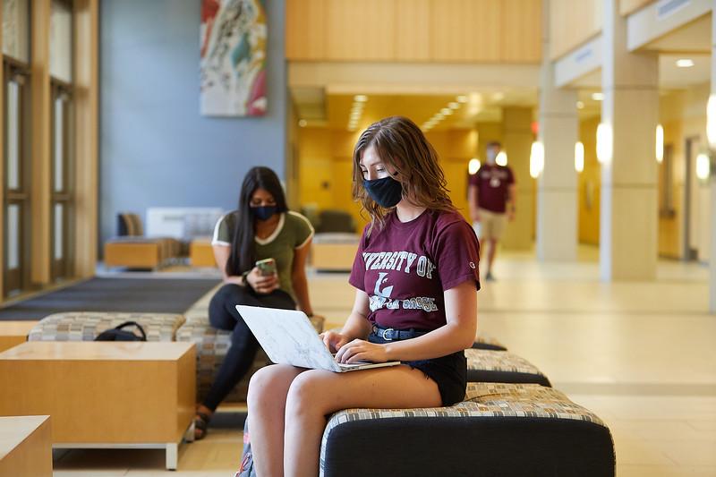 2020 UWL Students with Masks 0492.jpg